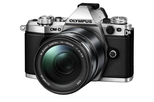 2015/11 OLYMPUS ミラーレス一眼 OM-D E-M5 MarkII 14-150mm IIレンズキットシルバー 60000円買取